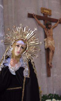 忧苦圣母十架旁